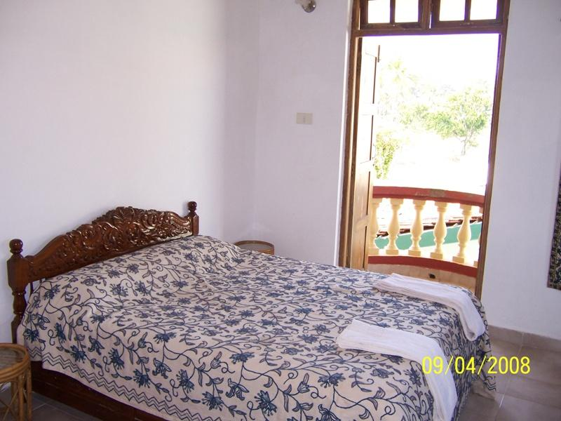 3 double bed-rooms ensuite/balconies/main terrace