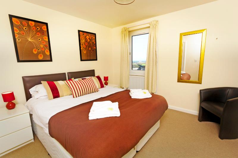 Spacious double bedroom, linen all included