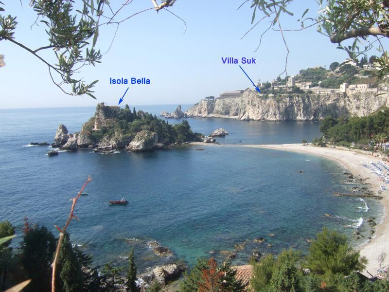 localização soberba sobre Isola Bella Bay