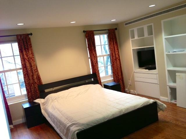 Second Bedroom with Queen size bed and a full bathroom