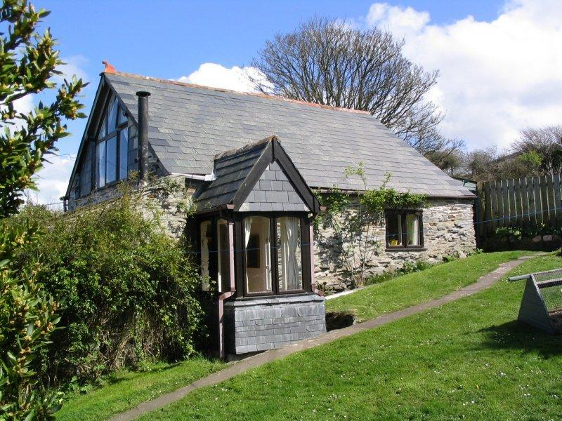 Seagull Barn  - Romantic barn with woodburner, holiday rental in Boscastle