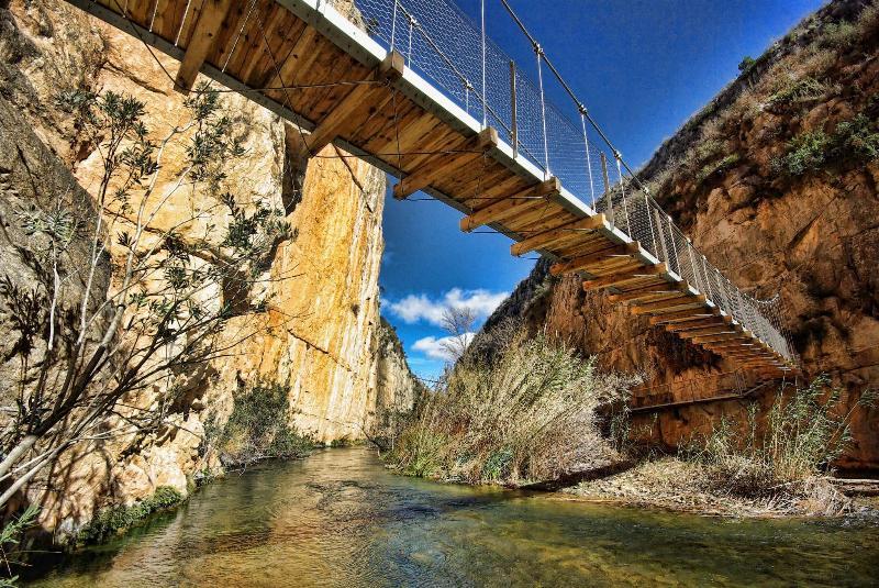 Bridge over the Turia river in the Pantanero's path