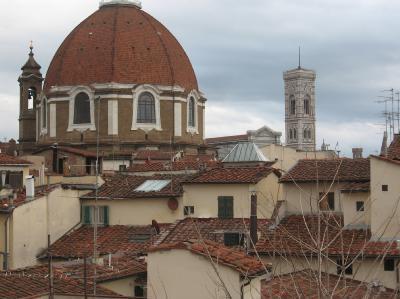 Vista dalle finestre dell'appartamento: campanile di Giotto e cupola delle cappelle Medicee
