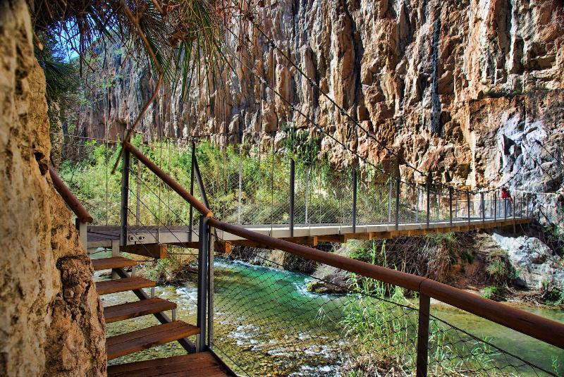 Bridge over Turia river, at 'Los Pantaneros' path 2