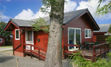 Heron Lodge in Mabie Forest  Beeswing Dumfries Sleeps 4 and Dog Friendly 4G Wifi, vacation rental in Kirkpatrick Durham