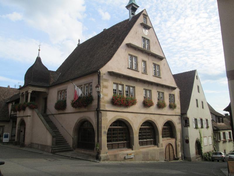 L'hôtel de ville de Mittelbergheim (à proximité immédiate du gîte)
