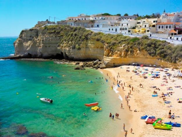 Beautiful Beach of Carvoeiro with its blue and transparent waters. 10 minutes to the apt.