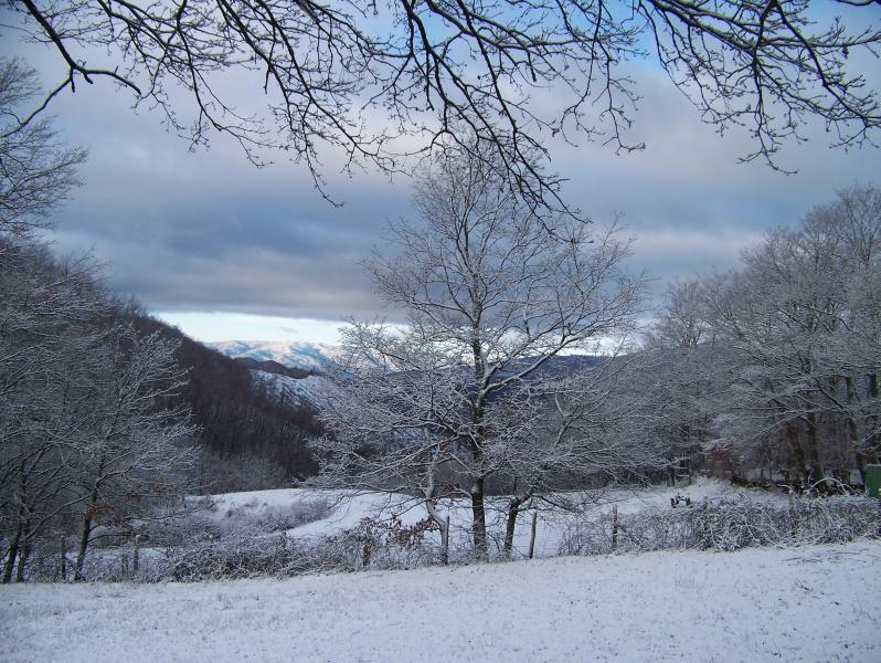 snow at Doccione di Sotto, view over the valley
