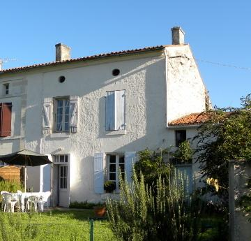 Charente Maritime: Pretty house in quiet village, holiday rental in Saint Hilaire de Villefranche