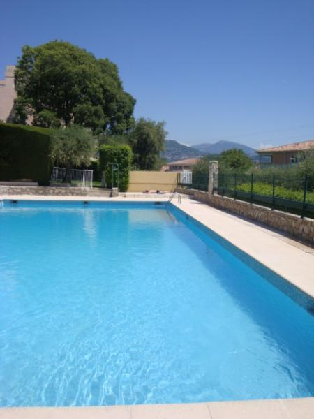 Private swimming pool of the residence with view on the mountains