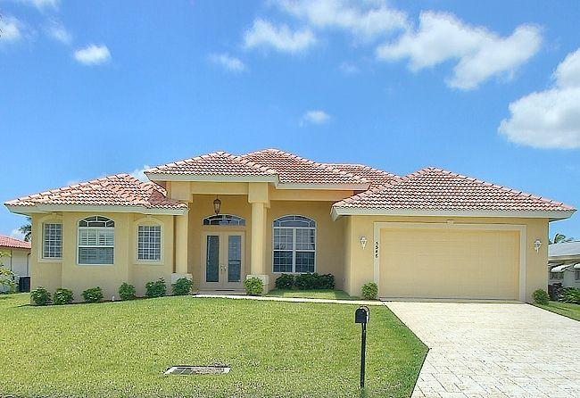 Superb 2008 villa with split design, light, high-ceilinged modern Florida style