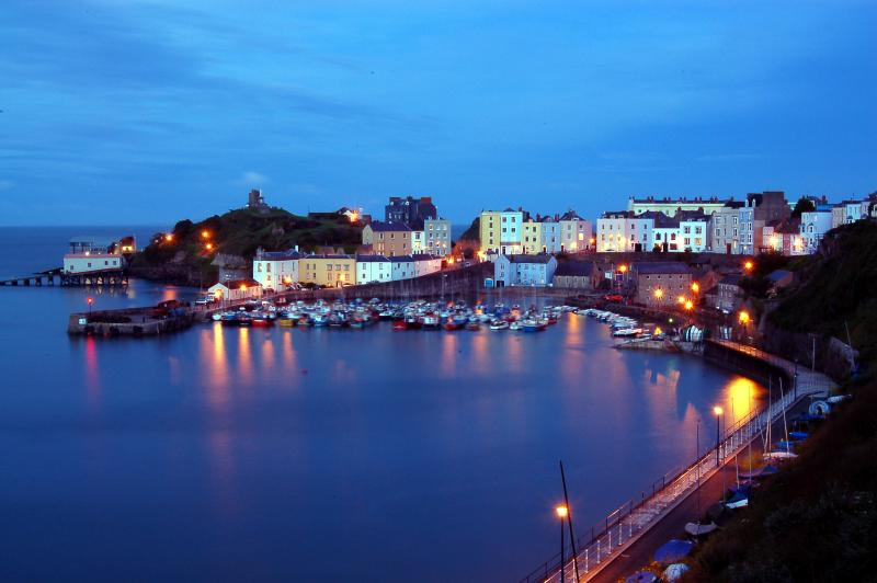 The beautifully central flat 3 the Cobourg  - with parking & sleeps 7, alquiler de vacaciones en Tenby