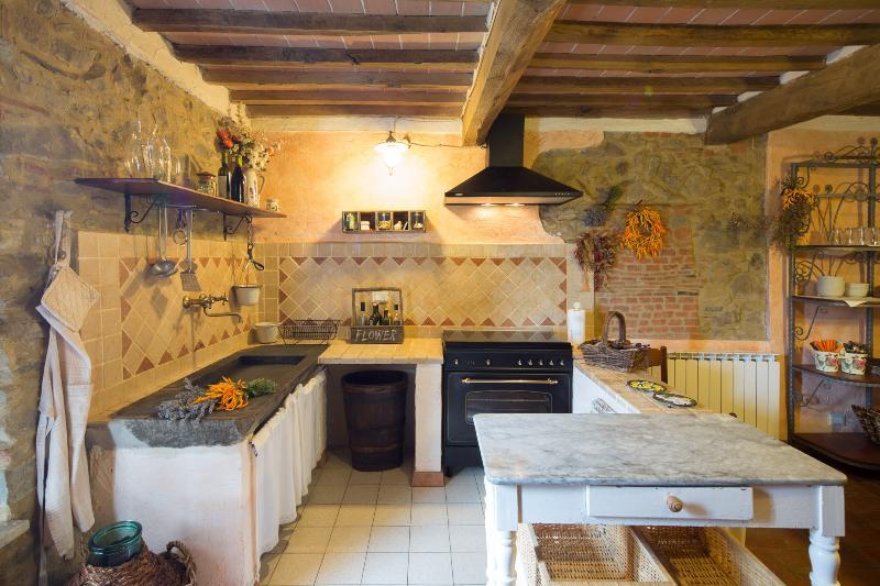 Casa Sotto la Torre Casa Terra, vacation rental in Colognora