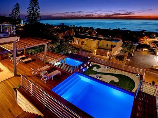 Magnificent Triple Level Camps Bay Villa - Serene Perspectives, location de vacances à Le Cap