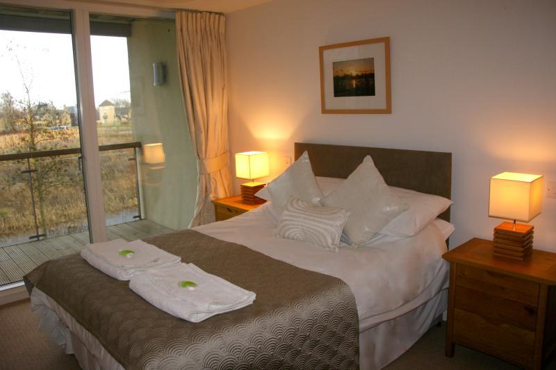 Bedroom with balcony & ensuite, 1st floor