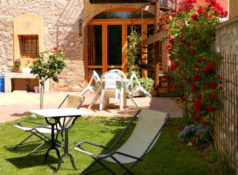 Entrata con giardino