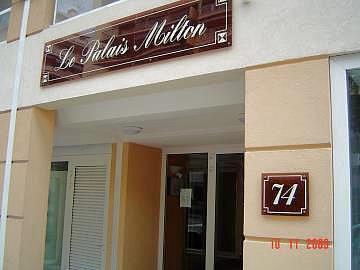 The entrance to 'Le Palais Milton'
