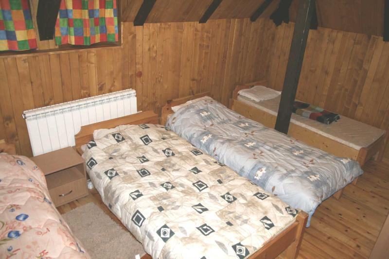 Large bedroom with 4 beds, wardrobe & chest of drawers