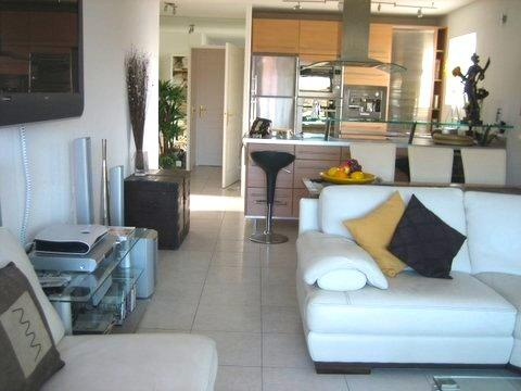 ANTIBES Center Executive Apt 2 Bedrooms  full Air Conditioning to all rooms, location de vacances à Antibes
