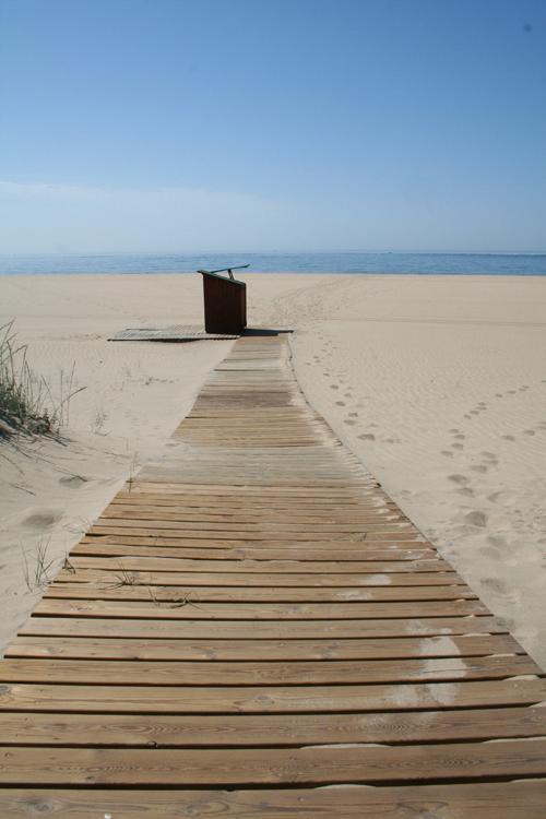 Camino directo del apartamento en la playa