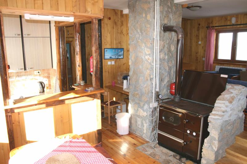 Well equipped dining area, kitchen and wood fired stove and central heating