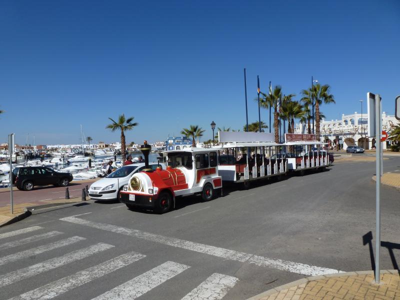 Transporte local funciona regularmente a lo largo del paseo marítimo