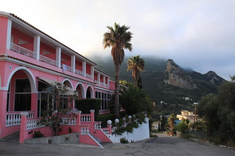 Sea View hotel rooms for 2 to 50p. with breakfast,  400 meters from the beach, location de vacances à Agios Gordios