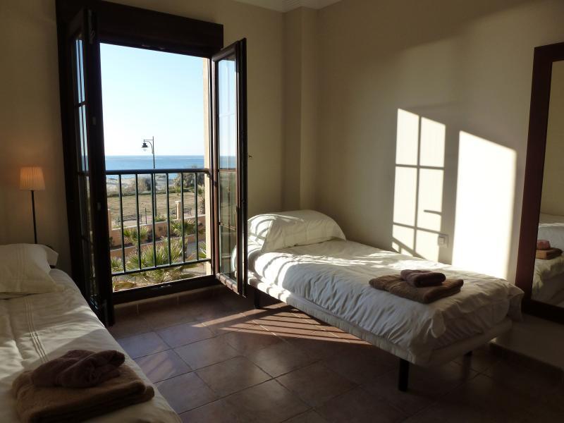 Dormitorio 2 con vistas a la playa