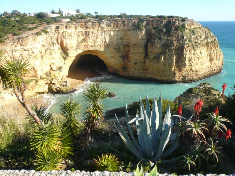Stunning clifftop walks around Carvoeiro