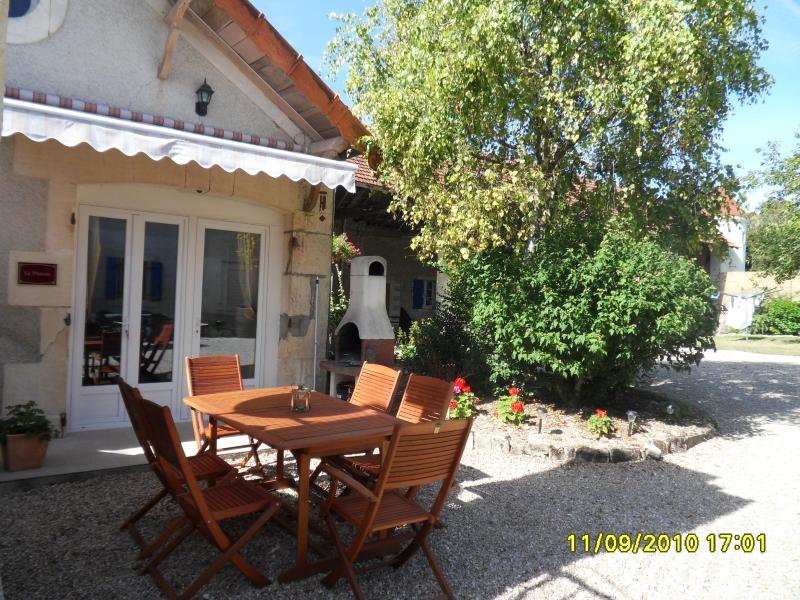 Le Pineau - Les Vieilles Ombres -  Gite 25 minutes from Cognac, holiday rental in Cresse