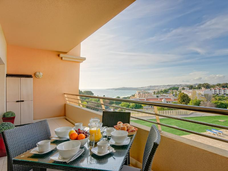 Enjoy breakfast with a  sea view