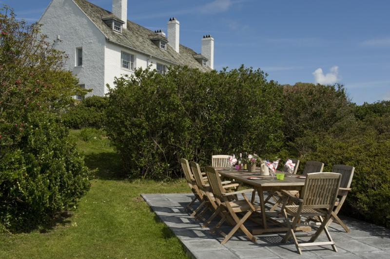 Alfresco Dining - and Beautiful Peaceful Gardens