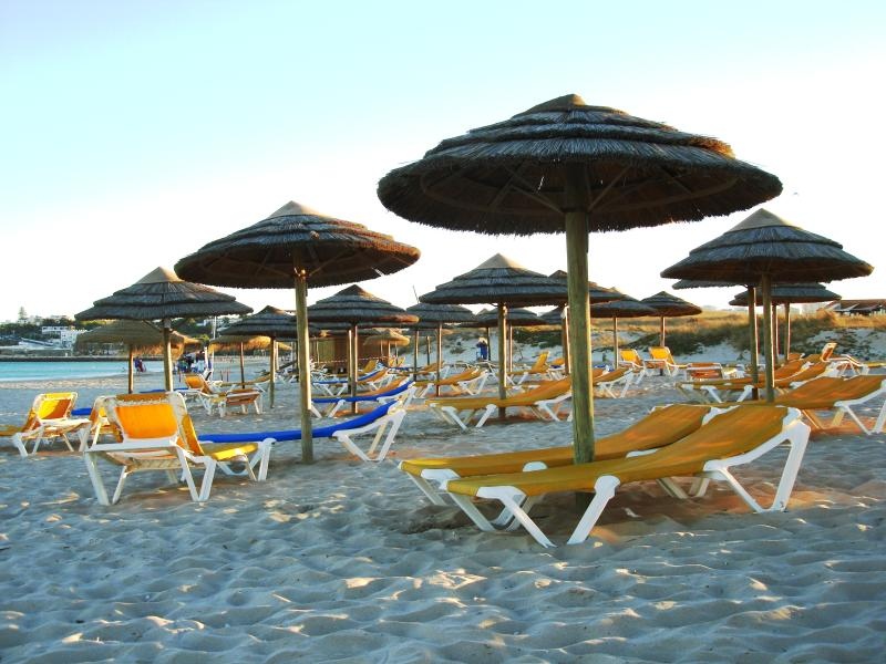 7 km Maia Praia Beach only 5 minutes' drive from Casa Beachcomber.