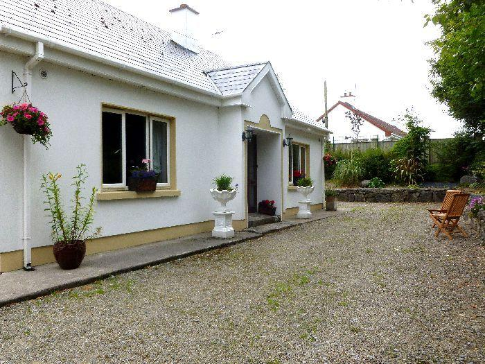 Knocknagrough House, a 5 star self-catering house in the picturesque harbour village of Ballyvaughan
