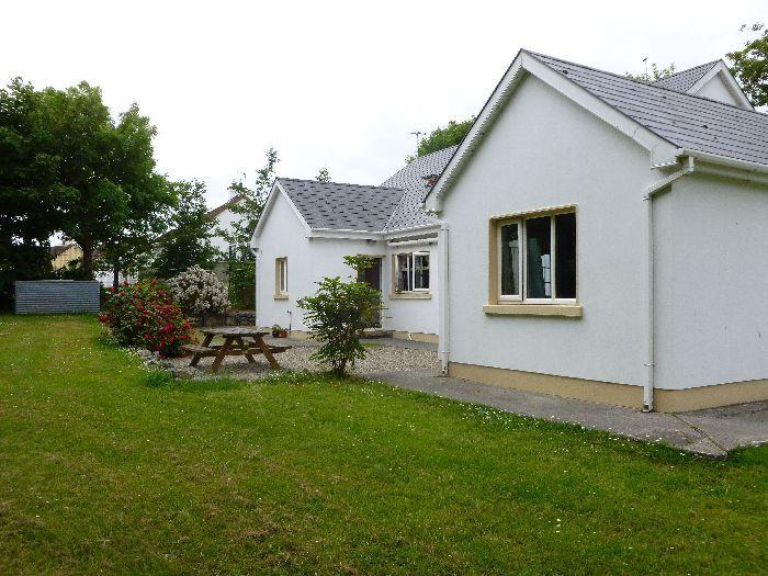Knocknagrough House: 5 star self-catering home in the picturesque harbour village of Ballyvaughan.
