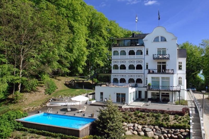 Villa rex ostseebad sellin app meeresbrise has balcony for Villa sellin rugen