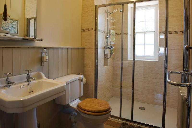 Baños de lujo.  La cabina ducha revigoriza los sentidos en un día frío o caliente!