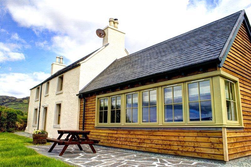 Eilean Donan Castle Holiday Cottage, Dornie
