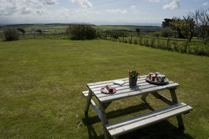 Hora del té en el jardín - en el impresionante paisaje y vistas