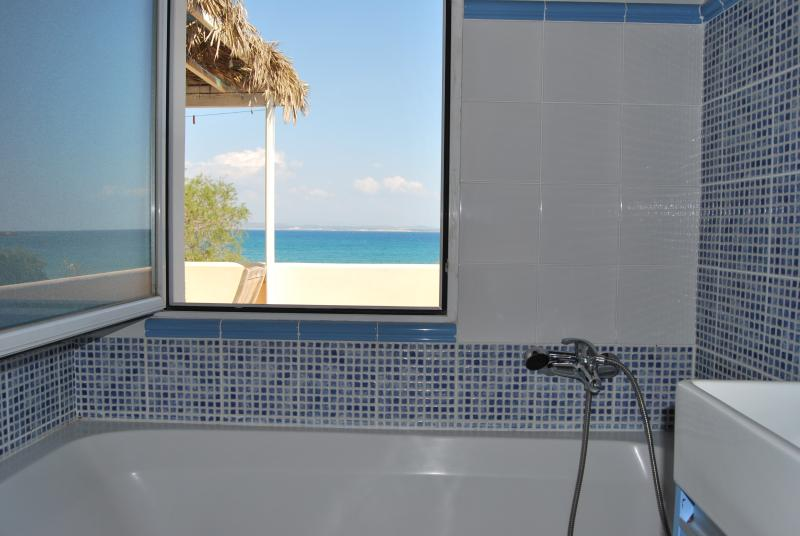 CHIOS - beach apart. with direct access to the sea, location de vacances à Karfas