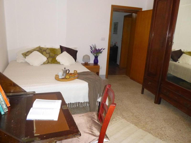 2nd bedroom with door to iving room