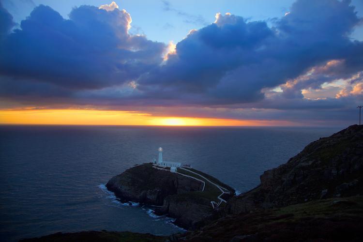 Hermosa puesta de sol más cercano del sur pila faro.