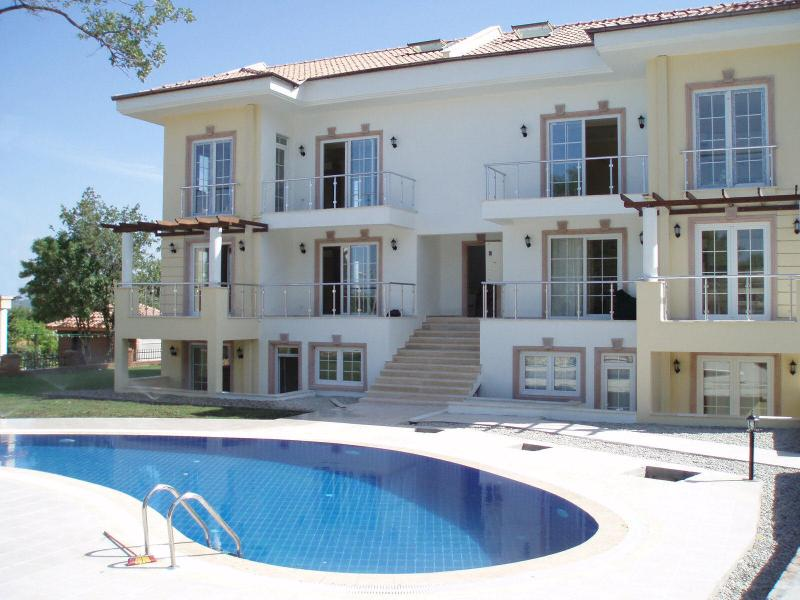Arici Apartment and stepped swimming pool - great for lounging and easy access to the pool