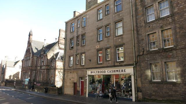 The Victorian tenement of 96 Canongate. The apartment is quietly located at the first floor rear.