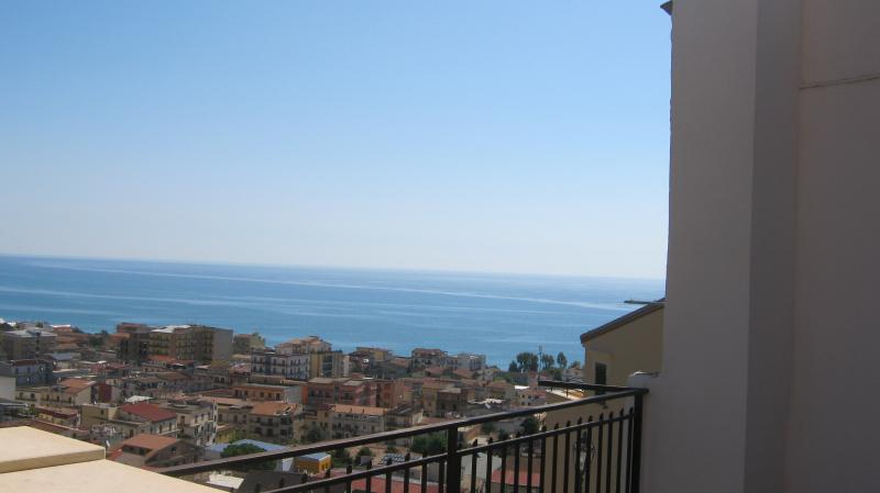 Appartamento con vista mare, location de vacances à Castroregio