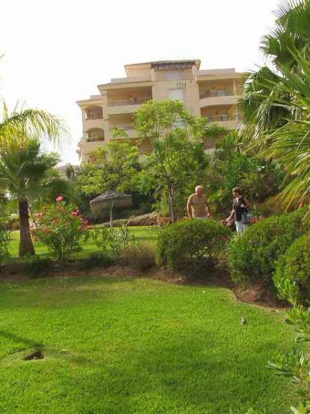 Sub tropische tuinen rondom het complex