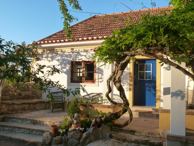 Vintage chic romantic cosy cottage, vacation rental in Sintra