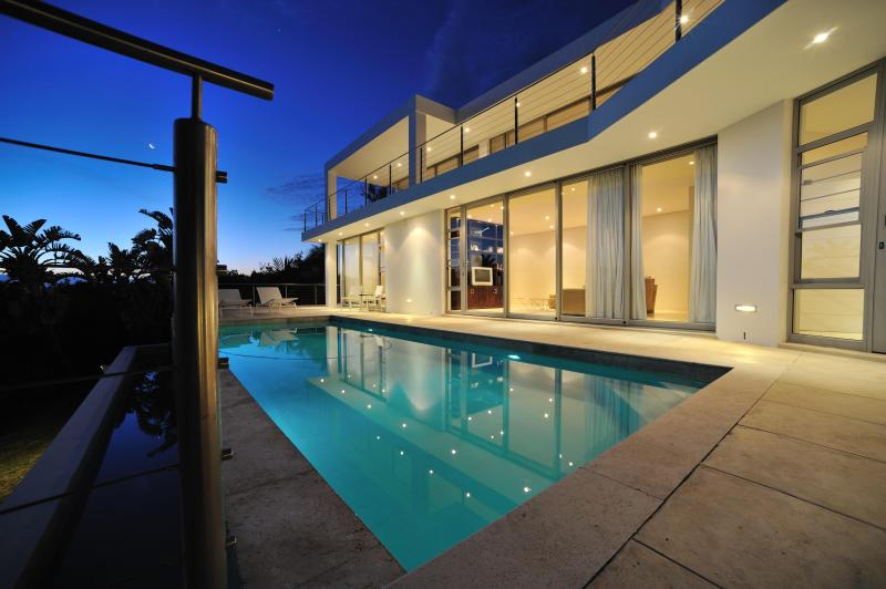 Plettenberg Bay Luxury Villa Robberg, holiday rental in Plettenberg Bay