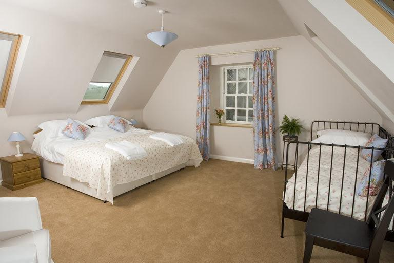 The kingsize bed and a single with ensuite