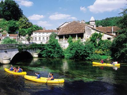 Azara-Super gite within strolling distance of the bustling village of Brantome!, alquiler vacacional en Brantome en Perigord City